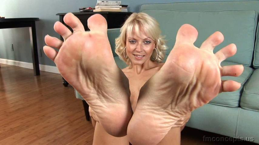 Bare feet, stockinged feet, tickling, and Jana Cova's sexy toe-spread!  [March 7] To see the clips, join here.
